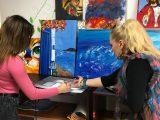 Самоука художничка рисува икони и печели награди
