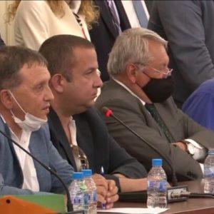Илчовски говори отново за кражбите, корупцията, насилието и златните кюлчета, въпреки опитите на ГЕРБ да го заглушат