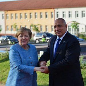 Немска медия попиля Борисов: Бойко е сираче на Меркел, обикаля селата с джипка, прави се на народен човек