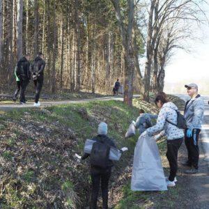 """Събраха над 10 кубика боклуци при почистването на велоалеята към """"Пчелина"""""""
